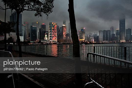 Air pollution - p912m776062 by Paolo Pellegrin