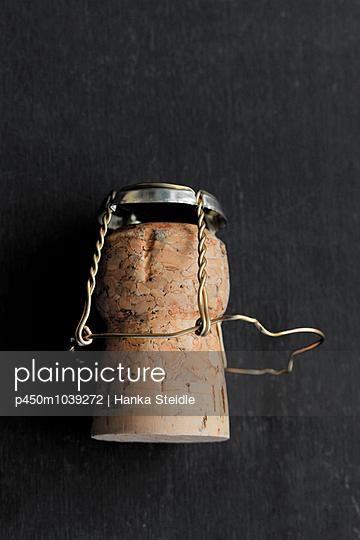 Champagne cork - p450m1039272 by Hanka Steidle