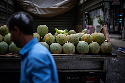 Melons - p1007m959892 by Tilby Vattard