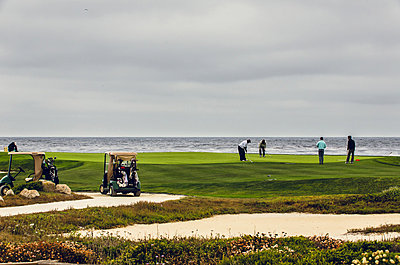 Golf course by the sea, 17 Mile Drive, California, USA - p1084m857983 by Operation XZ