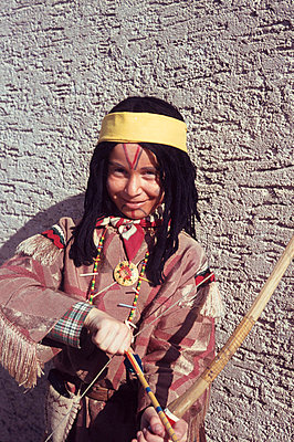 Boy in indian costume - p8990002 by Celluloids