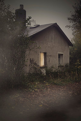 Old house - p946m1045111 by Maren Becker