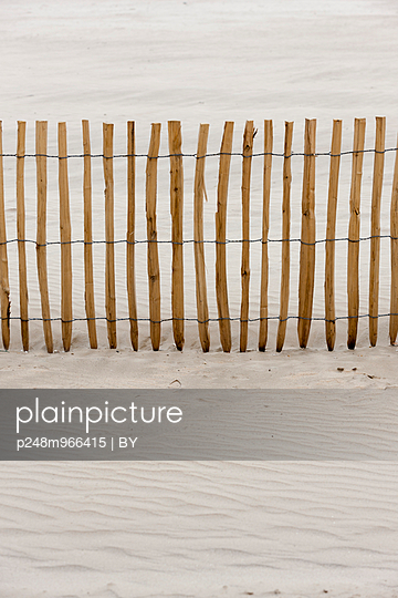 Wooden fence - p248m966415 by BY