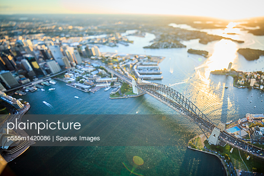 Aerial view of Sydney cityscape, Sydney, New South Wales, Australia - p555m1420086 by Spaces Images