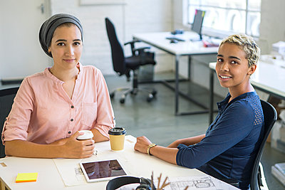 Frauen am Arbeitsplatz - p1156m1572731 von miep
