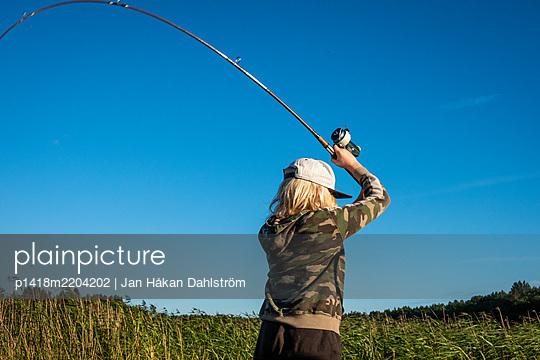 Young boy fishing with fishing rod - p1418m2204202 by Jan Håkan Dahlström