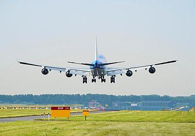 Airplane landing, Schiphol, North Holland, Netherlands, Europe - p924m1480467 by Mischa Keijser