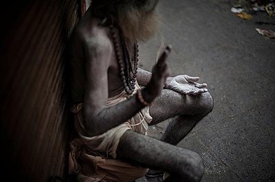 Beggar in the street - p1007m1144424 by Tilby Vattard