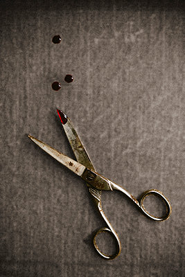 Scissors - p946m1045113 by Maren Becker