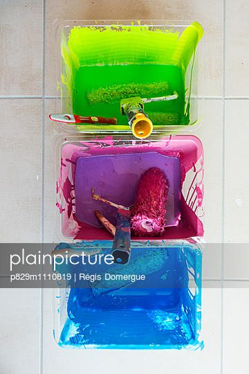 Three paint buckets - p829m1110819 by Régis Domergue