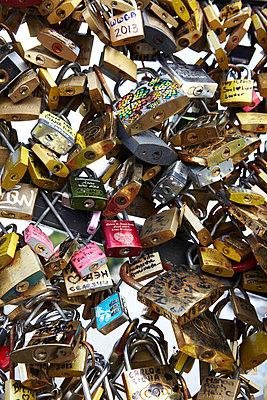Love locks - p415m822884 by Tanja Luther