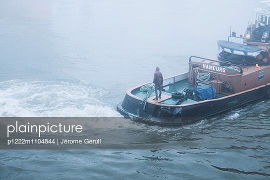 Schiff im Nebel - p1222m1104844 von Jérome Gerull
