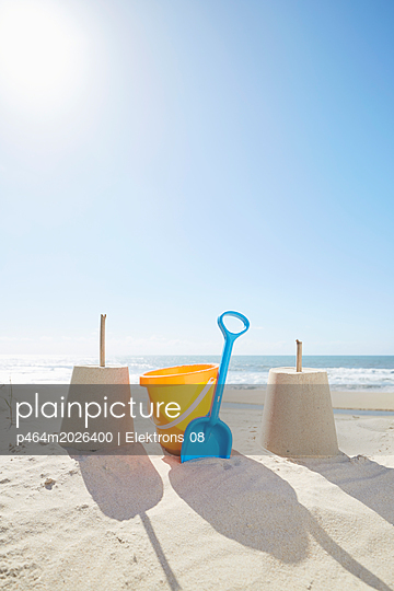 Strandspielzeug - p464m2026400 von Elektrons 08