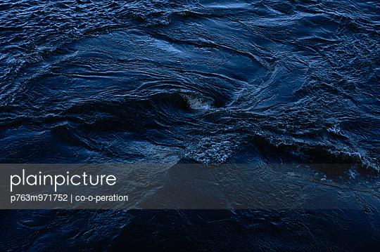 Wasserbewegung - p763m971752 von co-o-peration