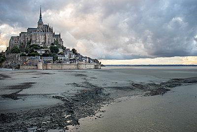 Le Mont Saint Michel - p1691m2288630 by Roberto Berdini Bokeh