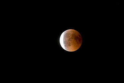 Germany, Rosenheim, lunar eclipse - p300m2030568 by Christian Zappel