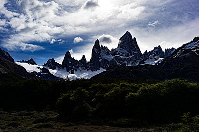 Mountains in backlit - p741m2065659 by Christof Mattes