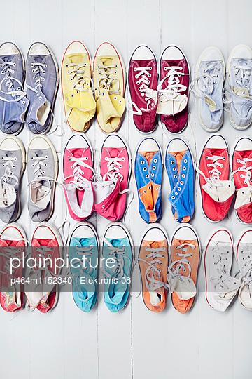 bunte Sneaker - p464m1152340 von Elektrons 08