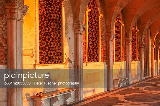 p651m2033699 von Peter Fischer