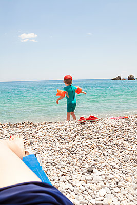 Going for a swim  - p454m2037703 by Lubitz + Dorner