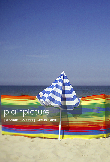 Beach life - p1654m2289063 by Alexis Bastin