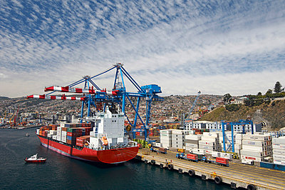 Conatainer ship in the harbour of Valparaiso - p1099m857131 by Sabine Vielmo