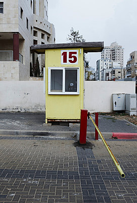 Israel, View of car parking booth and pole - p300m879467 by Tom Hoenig