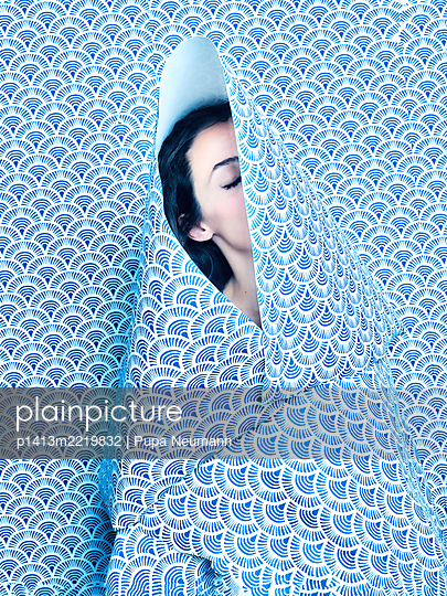 Woman wrapped in wallpaper - p1413m2219832 by Pupa Neumann