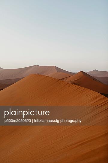 Namibia, Namib desert, Namib-Naukluft National Park, Sossusvlei, sunset at Dune 45 - p300m2080823 by letizia haessig photography