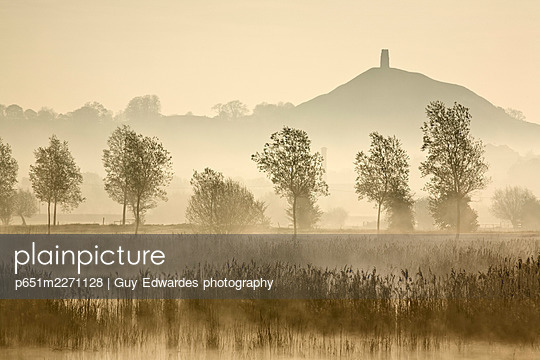 Glastonbury Tor across the Somerset Levels at dawn, Somerset, England - p651m2271128 by Guy Edwardes photography