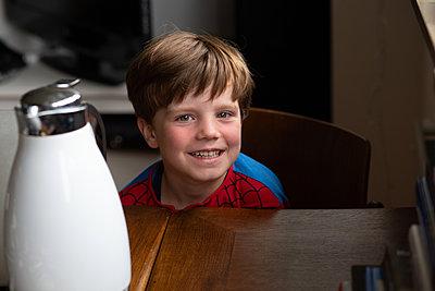 Kecker kleiner Junge - p1308m2057156 von felice douglas