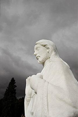 White graveyard statue of Jesus - p5970264 by Tim Robinson