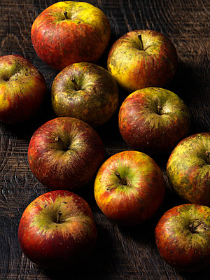Apples on wooden board - p429m817295 by Danielle Wood