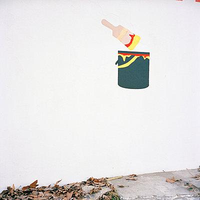Paint pot - p9110469 by Benjamin Roulet
