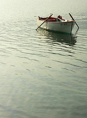 Ruderboot  - p922m2071532 von Juliette Chretien