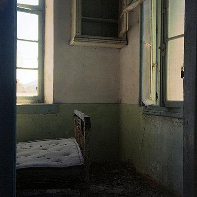 Verfallenes Schlafzimmer - p9110101 von Alek Lindus