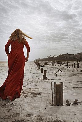 Drama am Strand - p1694m2291656 von Oksana Wagner