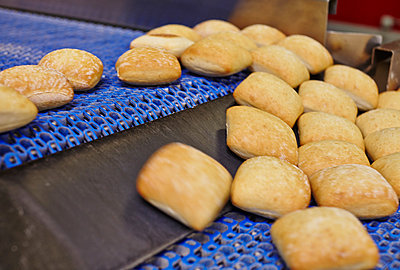Bread rolls on a conveyer band - p390m881090 by Frank Herfort