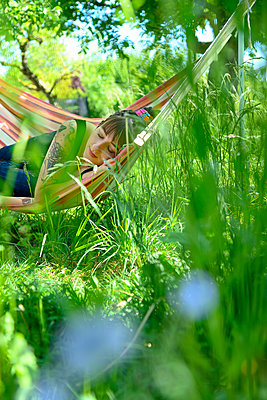 Young woman sleeps in a hammock - p427m2203603 by Ralf Mohr