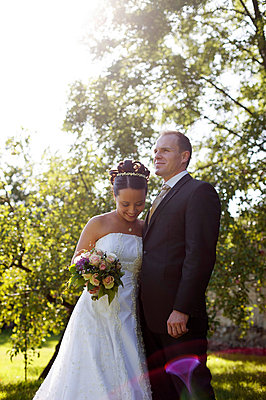 Bride and groom standing in a park - p5861474 by Kniel Synnatzschke