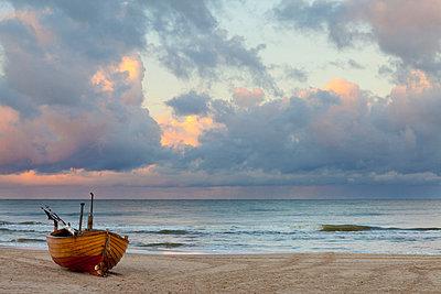 Boat on beach, Ahlbeck, Island of Usedom, Baltic Coast, Mecklenburg-Vorpommern, Germany, Europe - p871m807431 by Miles Ertman