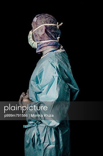 Surgeon - p999m791586 by Monika Kluza