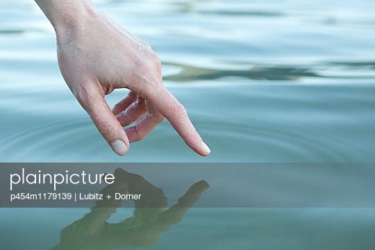 Touching - p454m1179139 by Lubitz + Dorner