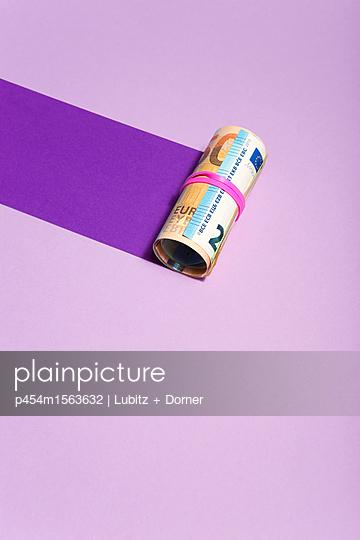 Money track - p454m1563632 by Lubitz + Dorner