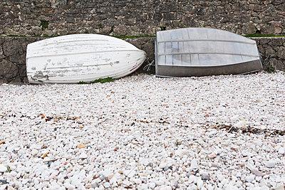 Boote an der Kaimauer - p1149m1119774 von Yvonne Röder