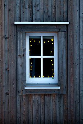 Sparely illuminated  - p454m2119368 by Lubitz + Dorner