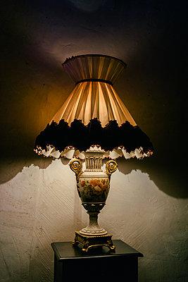 Vintage lamp  - p586m1109853 by Kniel Synnatzschke
