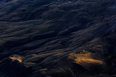 Plateau d'Emparis at twilight - p910m1159403 by Philippe Lesprit
