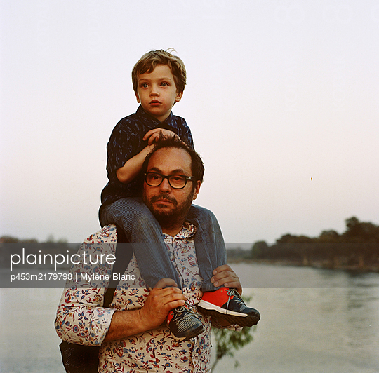 Son and father, portrait - p453m2179798 by Mylène Blanc