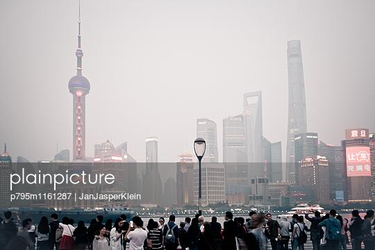 Skyline Shanghai - p795m1161287 von Janklein